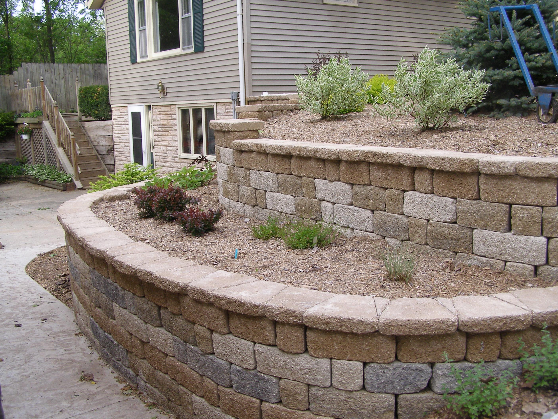 Rockford retaining wall